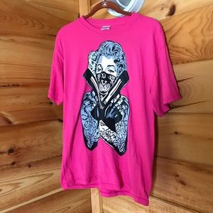 PINK AND BLACK MARILYN MONROE BANDIT GRAPHIC TEE